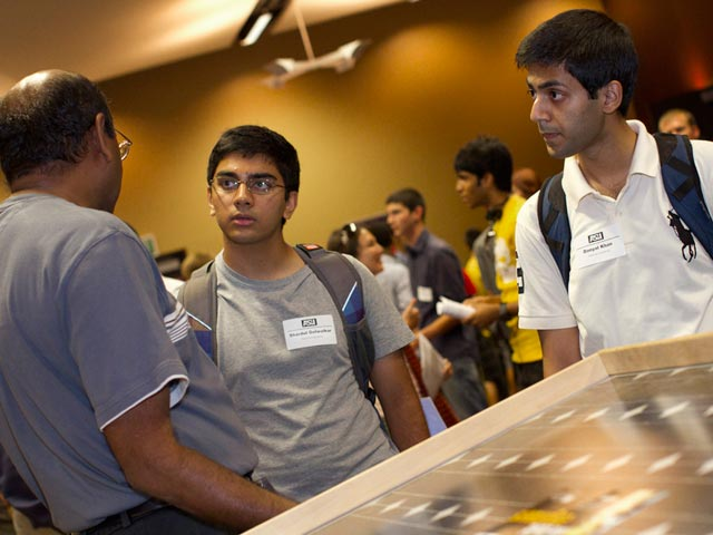 Freshmen engineering students get guidance from industry pros
