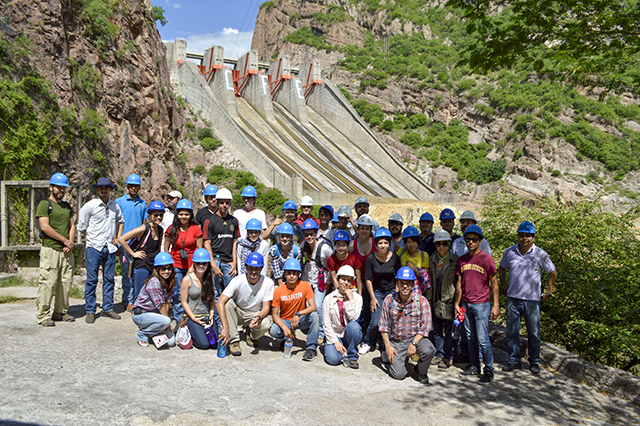 Students aid efforts to solve water challenges in border region