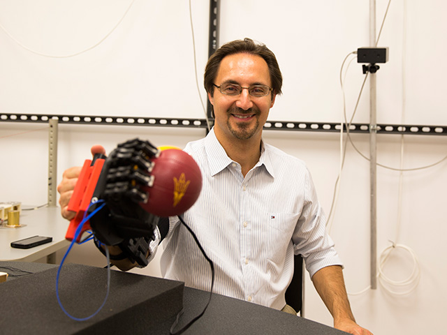 Study explores hand's complex, skillful movement