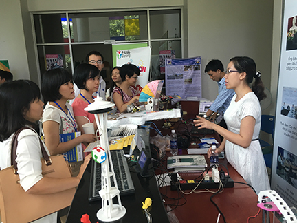 Fablab Saigon, the first makerspace in Ho Chi Minh City and sponsor of the technology and innovation exhibition, was a popular stop during the Conference.